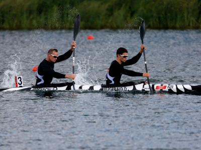 Paddlers into final