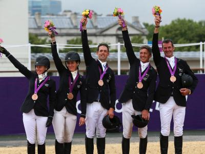Bronze for equestrian team