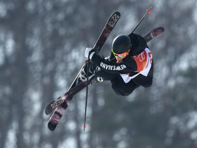 Three freeskiers through to halfpipe finals