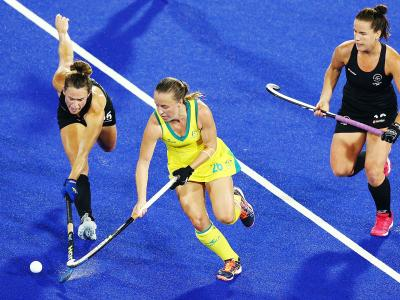 Hockey women clinch semis spot