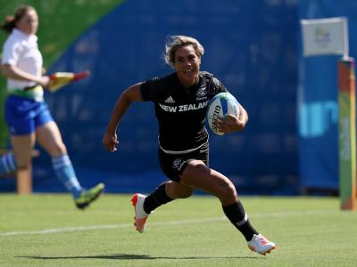 New Zealand Women's Sevens Team into quarter-finals