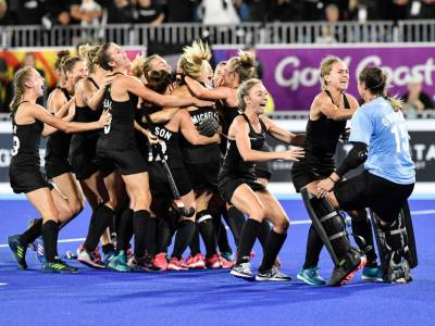 Hockey women win a thriller